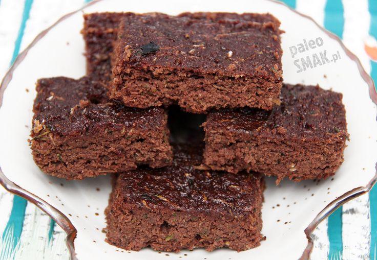Brownie z cukinii – pyszne i zdrowe, ciasto czekoladowe – bezglutenowe, bez zbóż, bez nabiału, bez orzechów i bez cukru. Możesz je jeść na diecie paleo!
