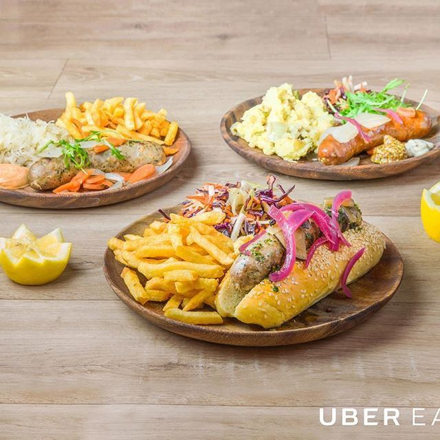 Les saucisses sont sur le grill, les frites sont (presque) prêtes et la bière est prête à couler à flot! 🌭🍻🍟  On vous attend pour la rentrée! 📸 @ubereats   #Saucette #BonneAdresse #Beaubourg #RestaurantParis #Sausage #Saucisse #SausageParty #HauteSaucisse #Bratwurst #Hotdog #Foodporn #Instafood #Foodie #Foodista #ubereatsparis #ubereats #rentree #delicious #miam #yummy