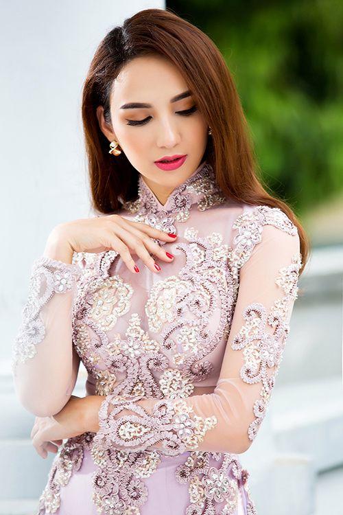 Ngọc Diễm kết hợp mấn ngọc trai với áo dài
