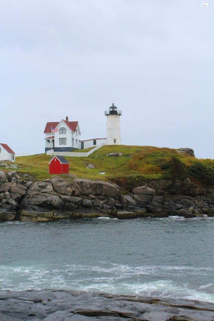 Caravan Sonnet: Cape Neddick Lighthouse (Nubble Lighthouse) // York, Maine