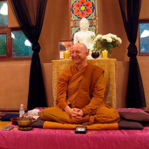 Буддийские монахи из не буддийских стран | 149 фотографий