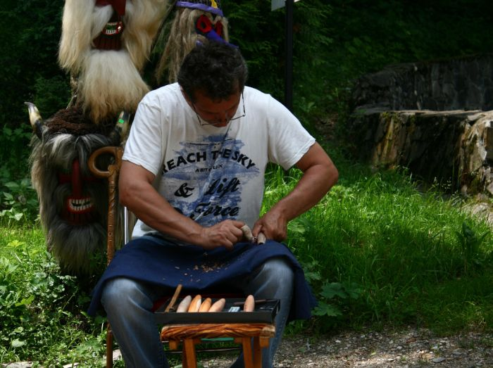 flute maker...  http://prinochideturist.wordpress.com/2013/07/12/traditii-romanesti-romanian-traditions/