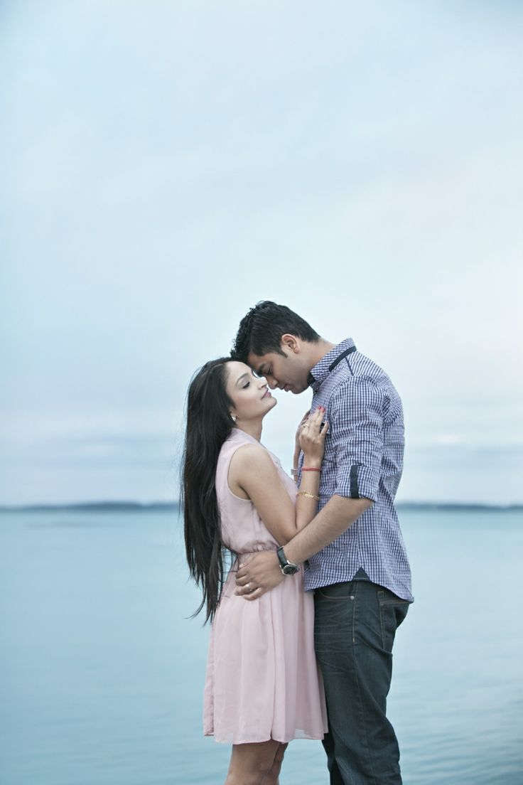 Simple, poised and beautiful - an engagement portrait with a lot of emotion