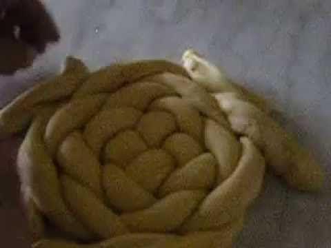 Mazanec pletený ze čtyř pramenů - YouTube