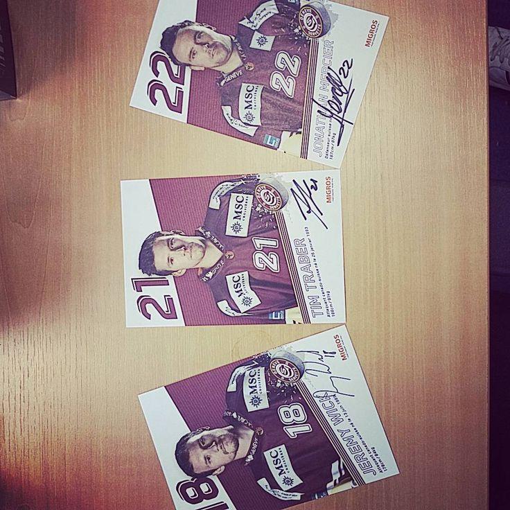 «Séance dédicace dans nos locaux #Genève #hockey #gshc»