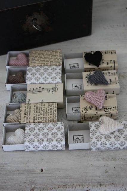 Matchboxes with crocheted hearts from andrella liebt herzen.