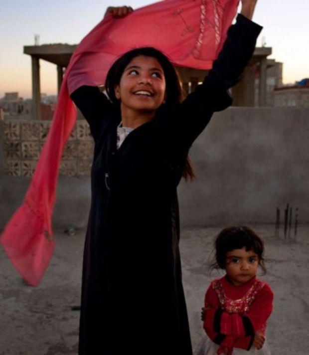 Une fillette de 10 ans au Yémen célébrant la séparation d'avec son mari