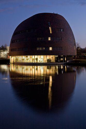"""Groningen by night / Zernikeborg/ """"de Bonbon"""" / Rekencentrum van de RUG"""