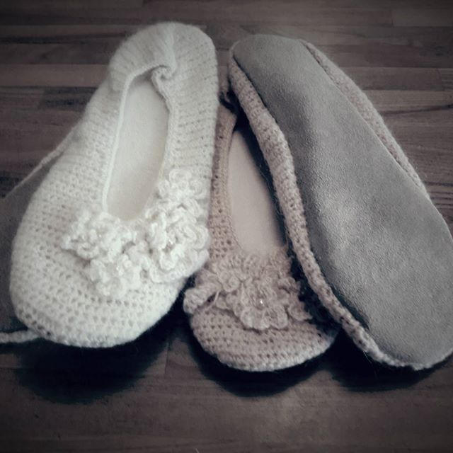 Ballerina slippers strikket i wool/mohair og med ruskin sålhttp://violasvintage.dk/shop/ballerina-slippers-creme-307p.html #ballerina #strik #efterår