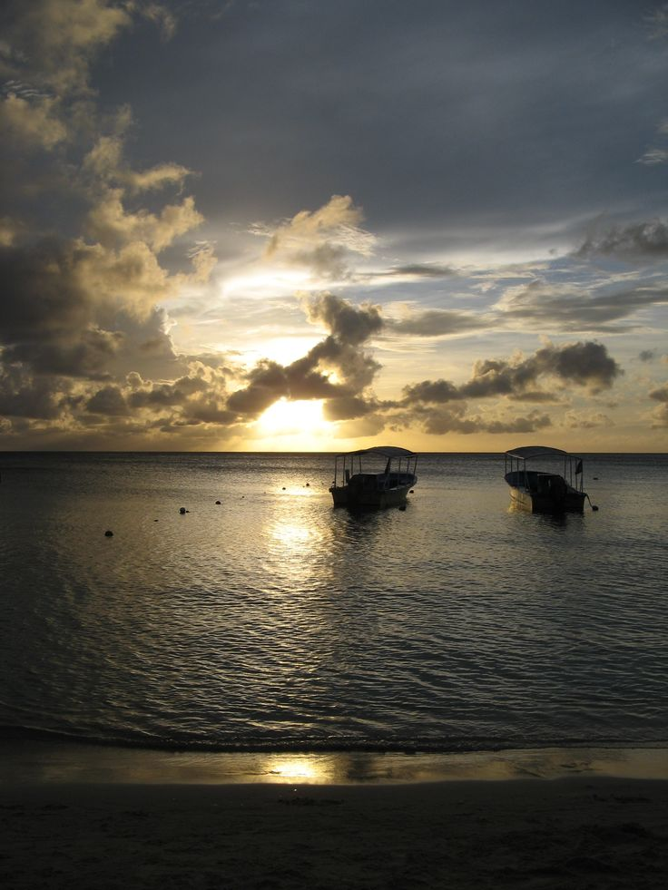 Roatán, located between the islands of Útila and Guanaja, is the largest of Honduras' Bay Island