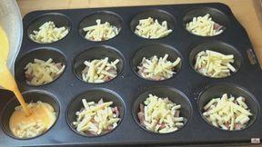 Raňajkové mini omelety z formy na muffiny: Keď to raz skúsite, už ich viac nebudete pripravovať na panvici!