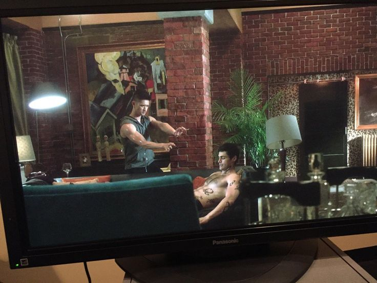 Spoiler shot for season 2 (Magnus looks hot like this) ...From the serie Shadowhunters ... shadowhunters, alexander 'alec' lightwood, magnus bane, the mortal instruments, harry shum jr, matthew daddario