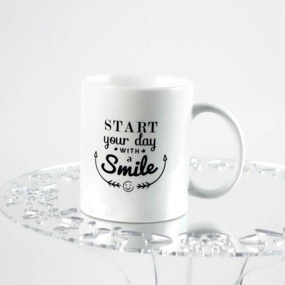 Tazza da the, tisana, cioccolata o caffè americano in finissima porcellana bianca della JOY COLLECTON firmata BLUVANILLA. Questo è il modello SMILE #mug #graphicdesign #happiness #collection