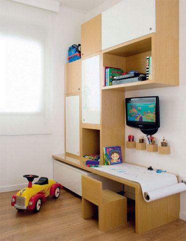 A leitora da comunidade CASA CLAUDIA quer saber como distribuir cama, guarda-roupa e cômoda em um quarto pequeno para o filho de 2 anos.