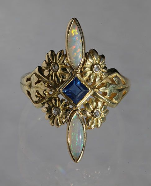 Floral Ring from the Belle Epoque period.