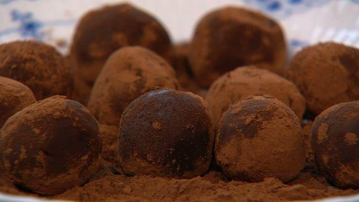 Choko-avocadokugler  er en lækker opskrift af Winnie Methmann og Annika Methmann fra Go' morgen Danmark, se flere dessert og kage på mad.tv2.dk
