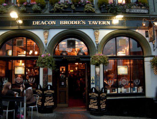 Typical Scottish Pub near the Royal Mile, Edinburgh, United Kingdom