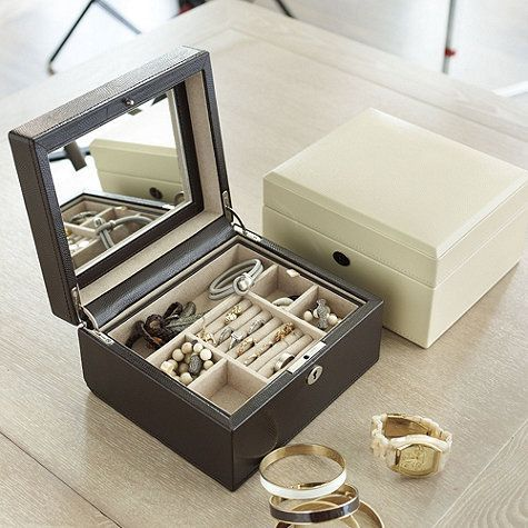 A leather jewelry box is a gift she'll have forever, and we love the Hadley …  – Jewelry Box Upcycling