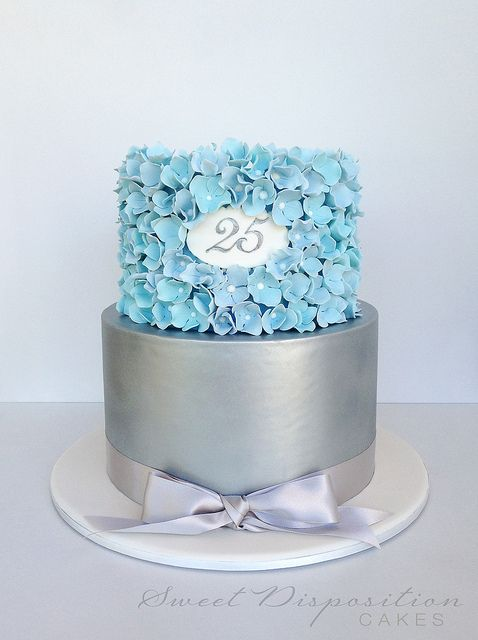 Gorgeous cake by the very talented Lisa.  Absolutely love the color palette.