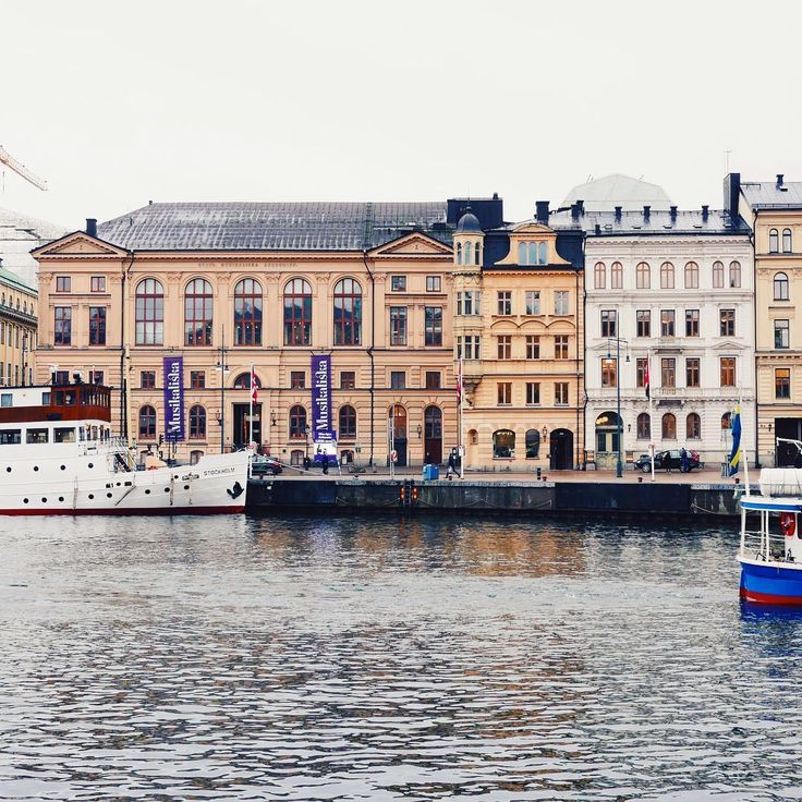 "147 Me gusta, 3 comentarios - Visit Stockholm (@visitstockholm) en Instagram: ""Nybrokajen in Stockholm. #visitstockholm"""