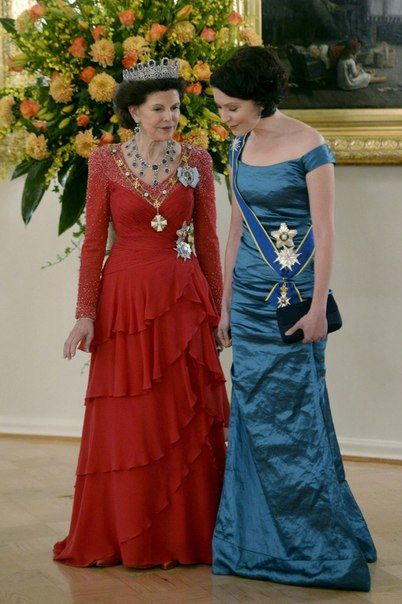 happswedes: Swedish State Visit to Finland, State Dinner March 3, 2015-Queen Silvia, wearing the Leuchtenberg Sapphire parure, and First Lady Jenni Haukio