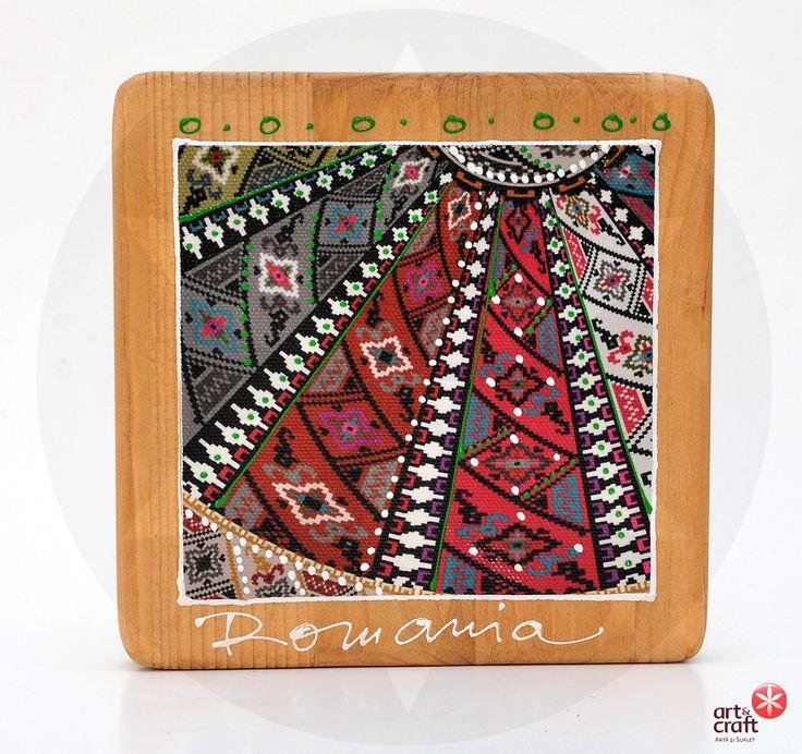 Placuta din lemn pictata cu motive traditionale