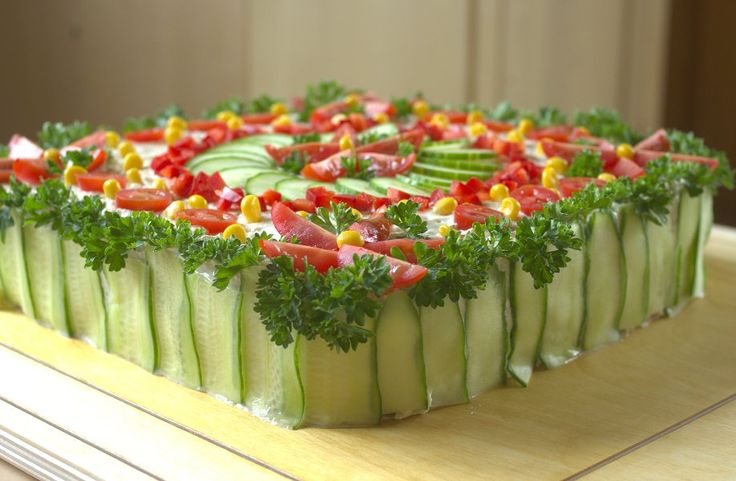 Zijn+jullie+bekend+met+de+Smörgåstårta??+Deze+Zweedse+sandwich+taart+is+echt+te+lekker!