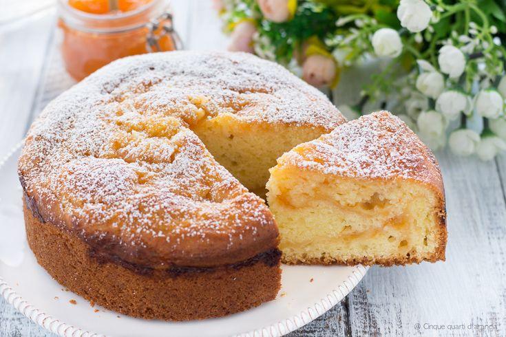 La torta alla ricotta e marmellata è una torta soffice e golosa, perfetta in ogni occasione, che si mantiene morbida per più giorni!