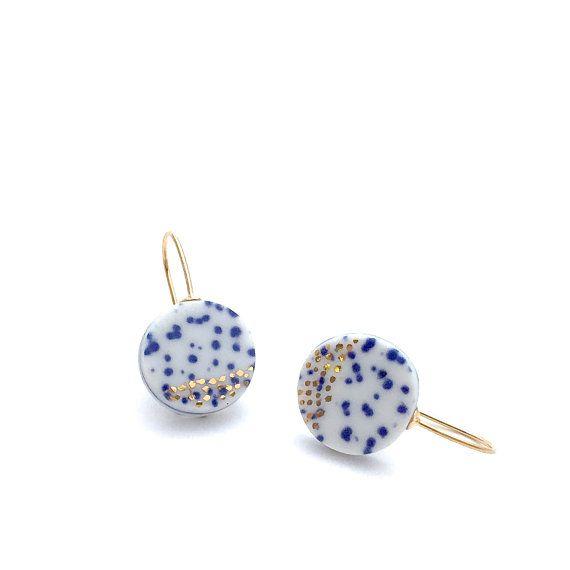 Pendientes de porcelana azul y blanca, joyería de la boda, pendientes de Dama de honor, joyería cerámica, 18 k oro pendientes, pendientes mínimas