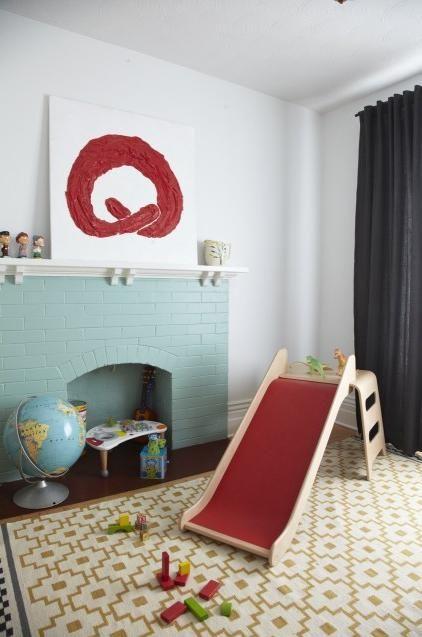 Неработающий камин: вариант для детской комнаты