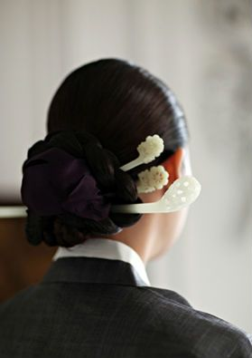 Binyeo - a traditional hairpin for fixing ladies' chignons. Its main purpose is to pin the chignon in place, but it also serves as ornamentation.