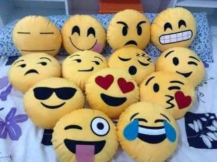 Moldes para hacercojines con cara de los famosos emoticones, de la redes sociales. Con patrones.