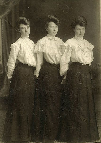 Edwardian blouses. Made in white cotton, stiffly starched, worn with a bow at the neck, a leather belt and dark skirt; this was the favorite uniform of the office or factory girl, circa 1900-1919