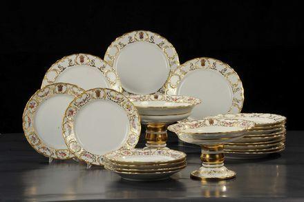 Diciotto piatti e due alzate in porcellana bianca, Franca XIX secolo