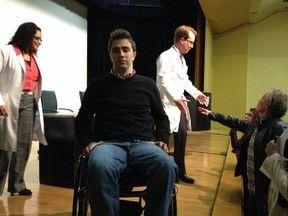 Técnica cirúrgica nova no país faz paraplégico recuperar movimentos