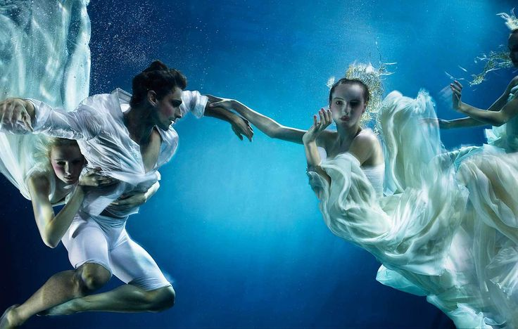 Unterwasser-Modefotografie von Zena Holloway | Unterwassermodelle