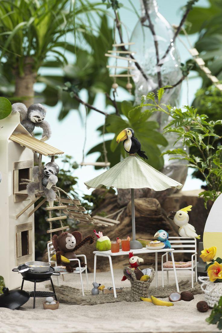 Miniature beach camp www.panduro.com #DIY #caravan #animal #sloth #monkey #bird #beach #fimo #clay #wooden figures #camping #recycle #recycling #milk #miniatyrer #mini #lera