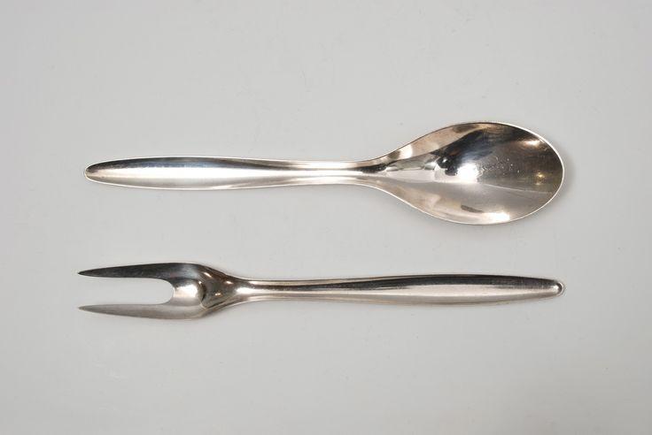 utopiaretromeodern.com - designer: Arne Korsmo, produsent: J. Tostrup, periode: 1952 c., Serveringsbestikk «Korsmo», stanset sølvplett.