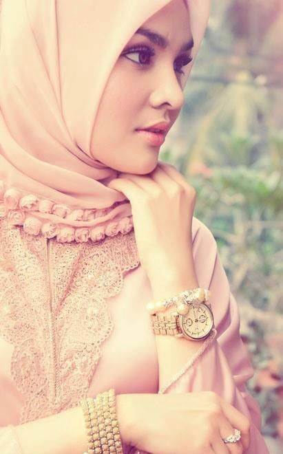 <3 this is pretty love the use of lace and the mini roses pretty pink ❤ hijab style