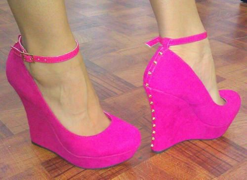 Hot Hot Pink Shoes! Oh I so wish I could wear these.