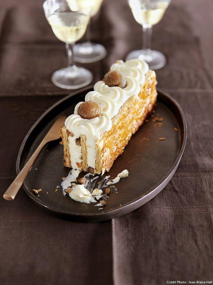 Bûche millefeuille vanille-marrons glacés - Changez-le de sens et cette recette de millefeuille vanille-marrons glacés prend soudain des allures de bûche féérique.