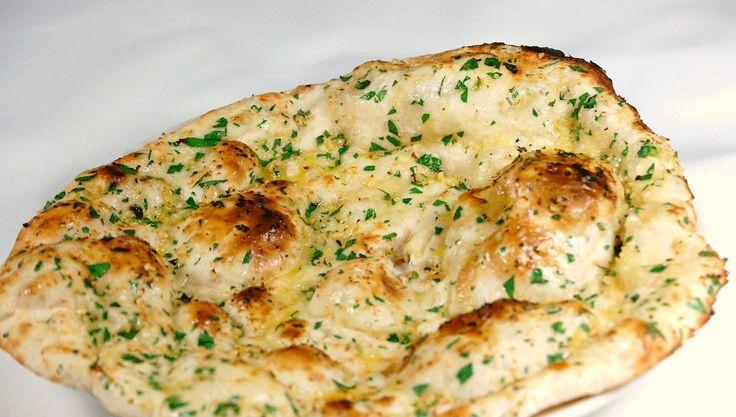 Naan es pan indio, perfecto para acompañar las comidas. Ligero, es muy fino y fácil de hacer. Si lo prueba, no podrá prescindir de él ni tan siquiera en la comida occidental.