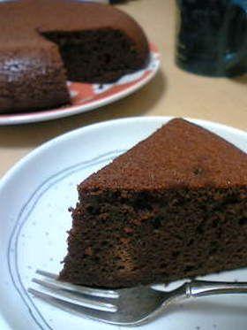 超簡単!炊飯器でチョコケーキ★      生クリームもBPも不要!メレンゲを作る必要もありません! 材料を溶かして混ぜて炊飯器に入れるだけ!! 超簡単で濃厚なチョコケーキはいかが??【