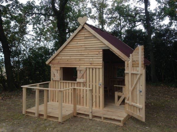 Cabin Built By Teenager Out Of Pallets This simple cabin/shed was built out of 19 pallets by a teenager. This is great that people are thinking outside the box and reusing old material and making something new. Its that simple only 19 pallers and this cabin was made. Shows that anyone can do this, so…