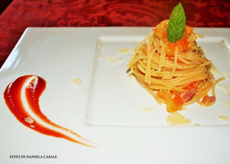 http://www.chefonduty.it/spaghetto-con-filetti-di-pomodoro-verde-bacon-e-ricotta-salata/