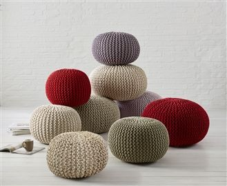 Knitted Pods - I already have one of these, but this cute picture makes me want a gaggle..>!