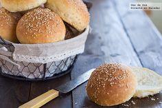Receta de pan de hamburguesa tierno    http://www.directoalpaladar.com/recetas-de-panes/receta-de-pan-de-hamburguesa-tierno