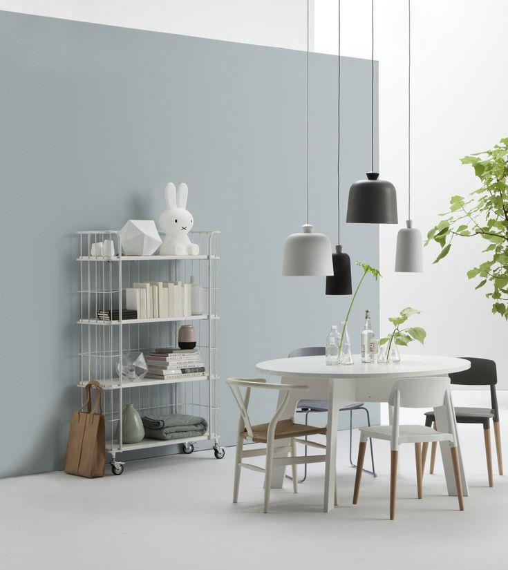 Leuk meerder lampen bij elkaar en verschillende stoelen, toch een geheel#Woonstijlen #Scandinavisch #Wehkamp