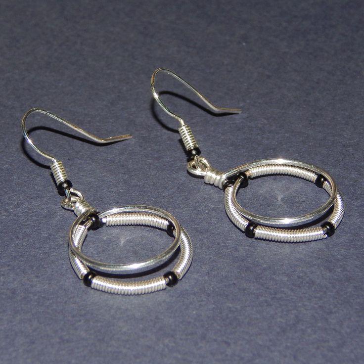 Ezüstözött drótból, kézzel készített fülbevaló. - Silver plated wire earrings handmade.