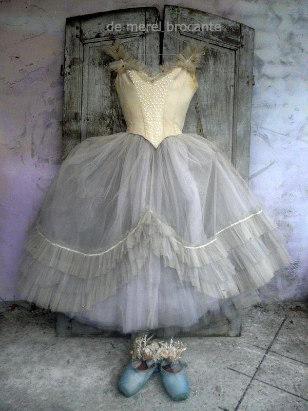 Antique ballet costume enssemble LwnKM